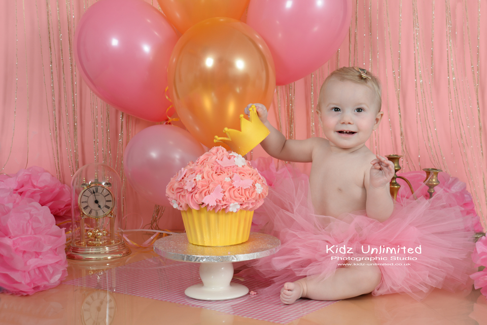 Pink & Gold Cake Smash Photographer in Thanet